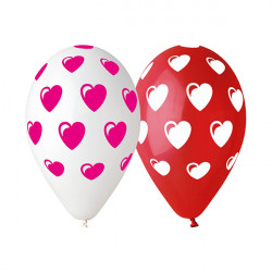 Czerwone i białe balony w serduszka